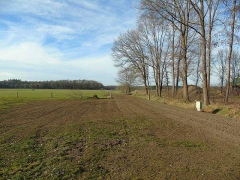 plekjes 16, 17 en 18 zijn met 20 kuub zand verhoogd. De composthoop is veranderd in een nieuw veldje voor tentjes.